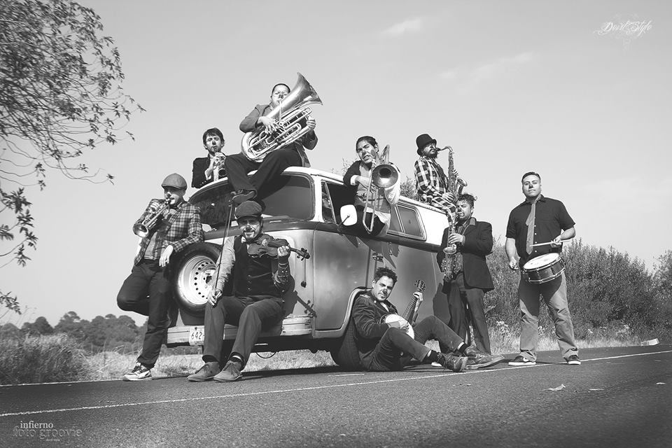 Triciclo Circus Band carpa astros 14 de octubre